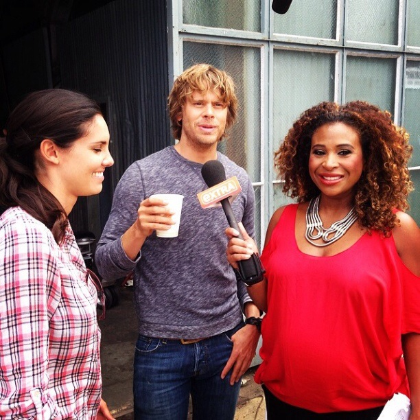 @tanikaray: On set of #ncisla chatting w some of the cast w my lil passenger. Fun day talking finale secrets for #extratv