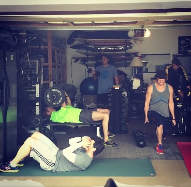 @danielaruah: When it rains the boys move inside... #sundayfunday working off some #thanksgiving poundage... #davidolsen #Lee #Ian #Jake @ericcolsen
