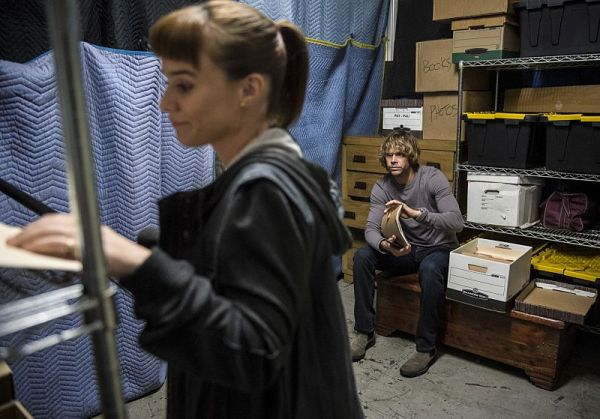"""The Queen's Gambit"" -- Pictured: Renée Felice Smith (Intelligence Analyst Nell Jones) and Eric Christian Olsen (LAPD Liaison Marty Deeks). The NCIS LA team investigates an abduction case while down two members, with Hetty being held in D.C. for questioning, and another still in the ICU following the mission in Syria, on NCIS: LOS ANGELES, Sunday, Oct. 2 (8:00-9:00 PM, ET/PT), on the CBS Television Network. Photo: Neil Jacobs/CBS ©2016 CBS Broadcasting, Inc. All Rights Reserved."